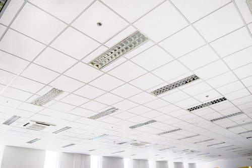suspended-ceiling-in-an-office